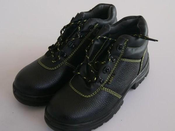 劳保用品采购与使用百科:防静电鞋防静电原理以及使用中的注意事项