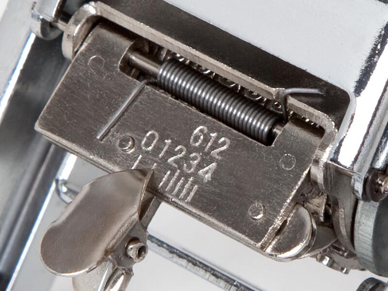 齐心(Comix) 8位金属自动号码机/数字打码机日期打码器 B3908